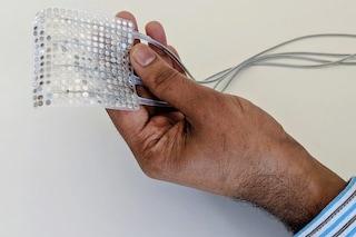 Dispositivo traduce l'attività del cervello in parole e fa parlare chi ha perso la voce