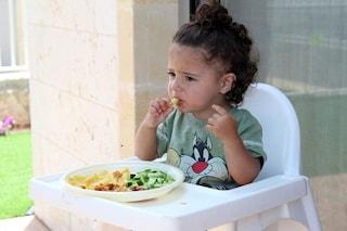 Comunicare ai bambini i benefici dei cibi salutari li spinge a mangiare in modo più sano