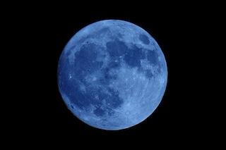 La Luna blu dei Fiori illumina il cielo di maggio: quando vederla e perché si chiama così