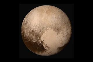 """C'è un oceano liquido sotto il """"cuore"""" ghiacciato di Plutone: più probabile la vita aliena"""