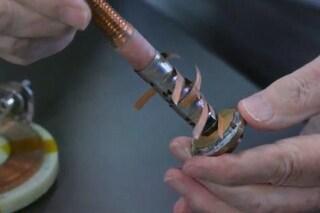 Il campo magnetico più forte del mondo generato da questa mini spirale che sta in una mano