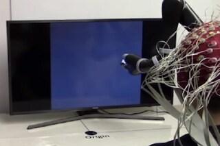 Braccio robotico non invasivo si controlla con la mente: è il primo nel suo genere