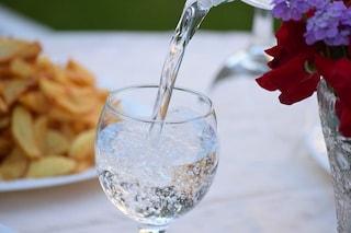 Mangiamo 5 grammi di plastica a settimana, ecco in quali alimenti è contenuta