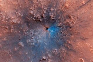 Marte, i meravigliosi colori di un nuovo cratere: è bello come un quadro