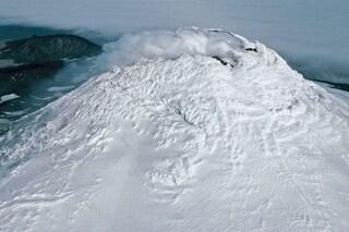 Rarissimo lago di lava scoperto nel cuore del vulcano Mount Michael: ribolle a 1.000° C