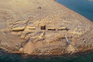 Meraviglioso palazzo di un antico e misterioso impero emerge dalle acque del fiume Tigri