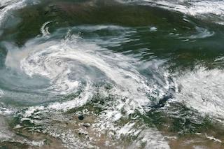Oltre 100 incendi devastanti e incontrollabili stanno distruggendo l'Artico: perché e rischi