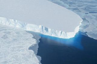 Questo ghiacciaio antartico si sta sciogliendo a ritmi drammatici: è una bomba a orologeria