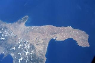 Luca Parmitano ci fa sognare con uno scatto della Puglia dallo spazio e un'intervista divertente