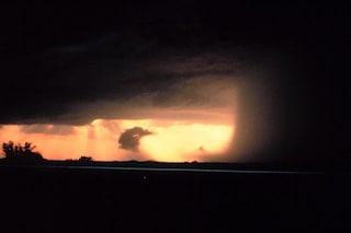 Downburst durante temporale, cos'è il vento che 'sbatte' a terra e si espande in tutte le direzioni