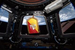 """Lo stemma della Sicilia """"sventola"""" nello spazio: l'omaggio di Luca Parmitano alla sua terra"""