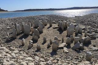"""Spettacolare """"Stonehenge"""" spagnolo emerge a causa della siccità: il cerchio di pietre ha 4mila anni"""