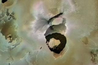 Loki, un enorme vulcano di Io, potrebbe eruttare da un giorno all'altro: ha un cratere di 200 km