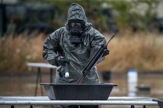 La minaccia delle armi biologiche di distruzione di massa con virus, batteri e tossine: cosa sono