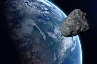 Otto asteroidi stanno per sorvolare la Terra: quali sono i rischi