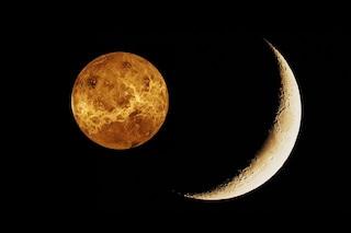 La falce di Luna danza nel cielo con Venere, il pianeta dell'amore: come vedere il romantico duetto