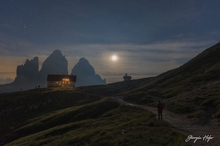 La Luna e Giove abbracciano le Dolomiti: il magnifico scatto di Giorgia Hofer premiato dalla NASA