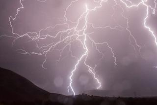 Perché i fulmini colpiscono le persone e come ridurre il rischio di incidenti
