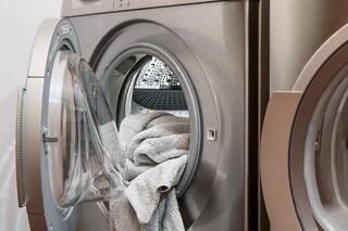 Nelle lavatrici la minaccia della resistenza agli antibiotici: i rischi dei batteri sul bucato