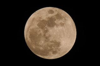 """Arriva la """"micro"""" Luna Piena del Raccolto: perché si chiama così e quand'è lo speciale plenilunio"""