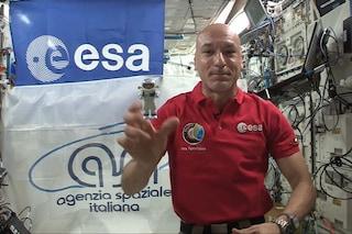 """Parmitano parla coi bimbi dallo spazio e racconta il suo lavoro: """"Inseguite i vostri sogni"""""""