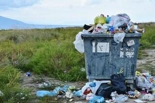 Non riusciamo a farne una giusta: false soluzioni contro la plastica, dalla carta al biodegradabile