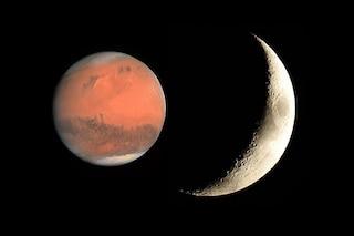 La falce di Luna danza con Marte all'alba: come e quando vedere la congiunzione astrale