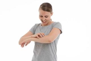 Il prurito cronico della pelle associato a depressione, pensieri di suicidio e stress