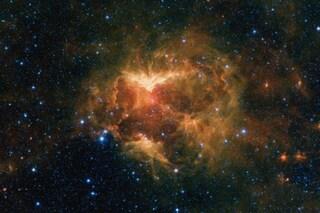 Una nebulosa a forma di zucca di Halloween ai confini della Via Lattea: lo scatto della NASA