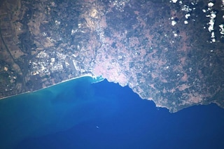 """L'astronauta Luca Parmitano ci regala uno scatto della """"sua"""" Catania vista dallo spazio"""