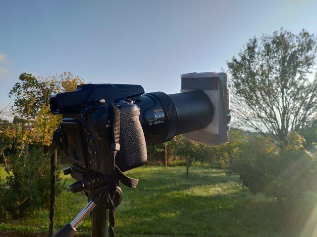 Una fotocamera con un filtro solare. Credit: Andrea Centini