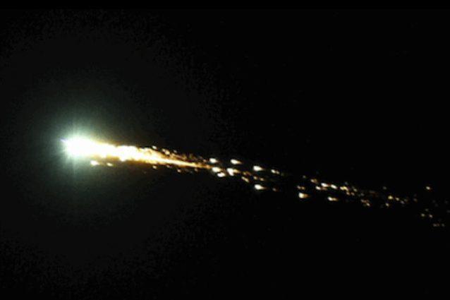 Un bolide esploso sulla California nell'ottobre del 2012. Credit: NASA/Robert P. Moreno Jr.