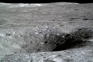 """Il """"lato oscuro"""" della Luna come non l'avete mai visto: la Cina pubblica immagini inedite"""