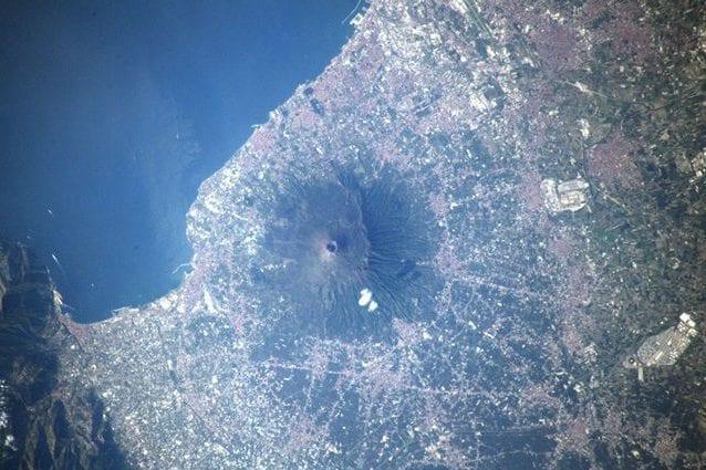 Il Vesuvio visto dalla Stazione Spaziale Internazionale. Credit: Luca Parmitano/ESA