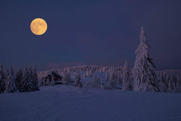 Luna Piena. Credit: hschmider