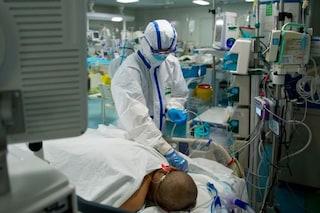 Coronavirus, pazienti in terapia intensiva a pancia in giù: la tecnica salvavita ideata da italiano
