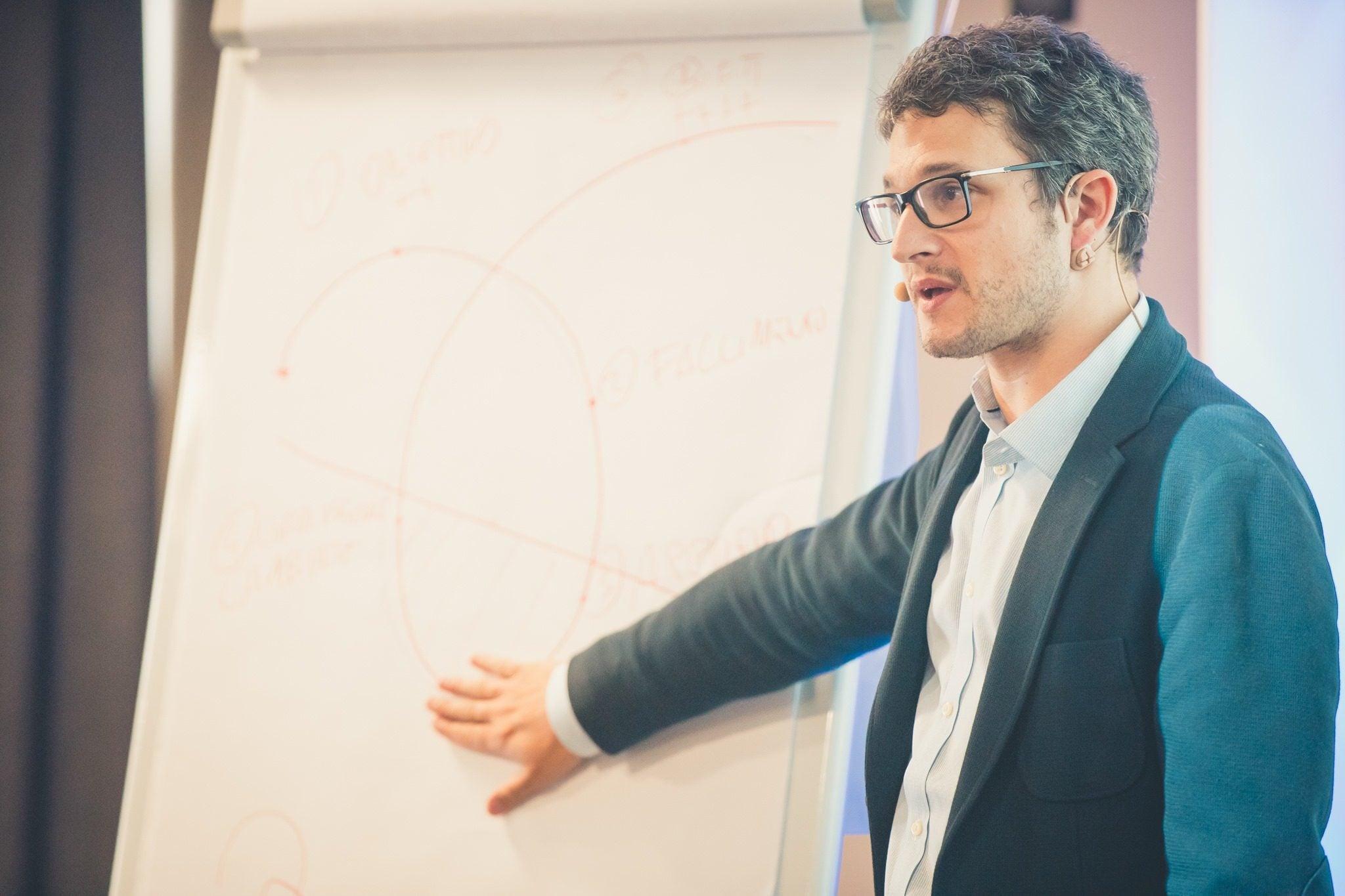 Lo psicologo Luca Mazzucchelli