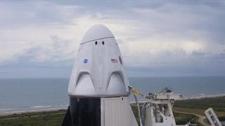 La Crew Dragon di SpaceX non è partita da Cape Canaveral: lancio rimandato a causa del meteo