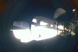 La Crew Dragon ha attraccato alla Stazione Spaziale Internazionale: missione compiuta