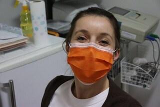 """I colpi di tosse possono rovinare le mascherine e far """"viaggiare"""" le goccioline fino a 1 metro"""