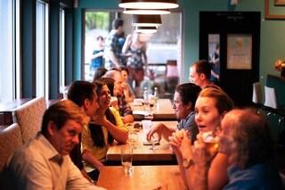 Come proteggerti dal coronavirus se devi andare al bar o al ristorante