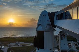 Oggi SpaceX lancerà 2 astronauti nello spazio, ma sulla storica missione incombe il maltempo