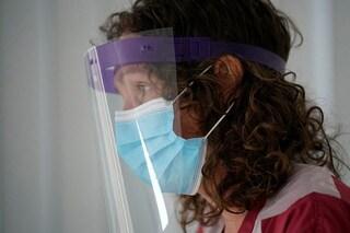 Le visiere in plastica sono davvero utili contro il coronavirus?