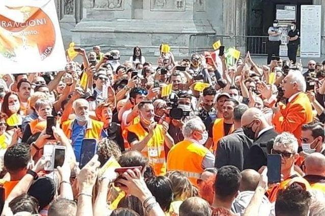 La manifestazione dei gilet arancioni. Mia News