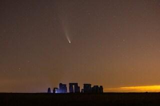"""Ultime occasioni per ammirare la cometa NEOWISE: tornerà a """"salutare"""" la Terra tra 7mila anni"""