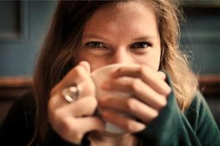 Il caffè in gravidanza è pericoloso per il feto: non esiste una quantità sicura, secondo uno studio