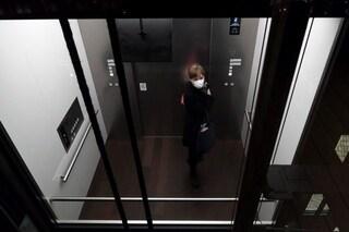 In ascensore gli aerosol persistono sino a mezzora: i consigli per difendersi dal coronavirus