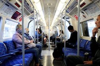 Perché i guanti obbligatori sui mezzi pubblici potrebbero aumentare il rischio di contagio