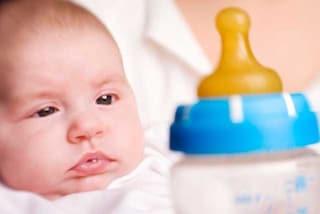 Bambini esposti a un milione di particelle microplastiche al giorno dai biberon in polipropilene
