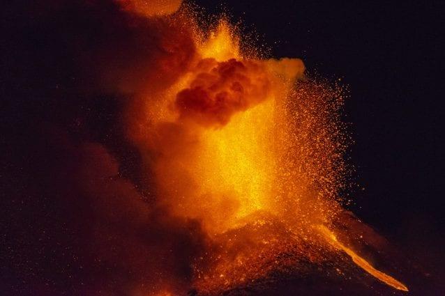 Fontana lavica durante l'attività eruttiva dell'Etna